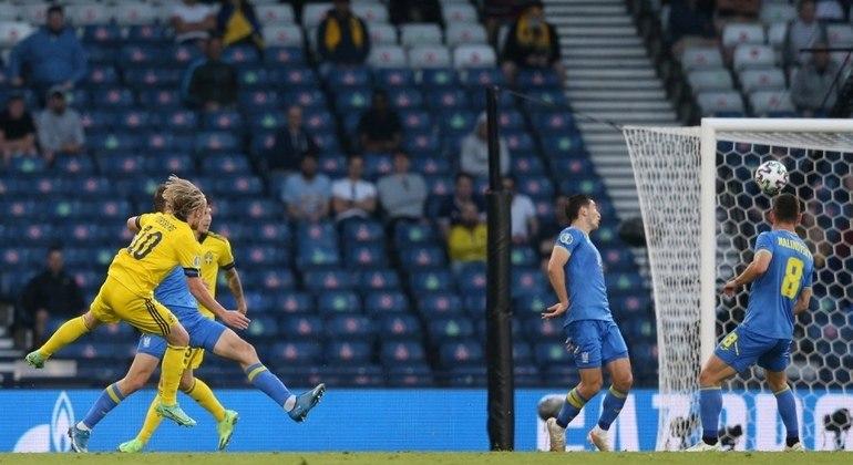 Forsberg, o quarto gol em quatro jogos, inutilmente