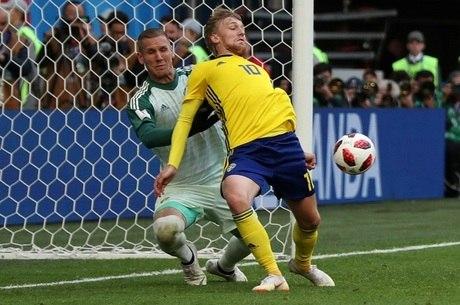 Forsberg também evitou o gol de empate da Suíça