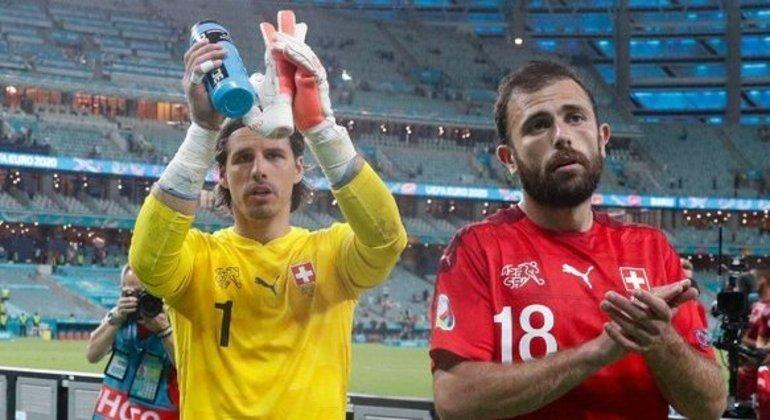 Sommer e Mehmedi, da Suíça, à espera dos resultados das outras chaves