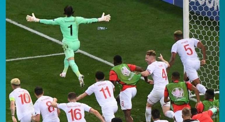 A celebração da Suíça, depois do penal defendido por Sommer
