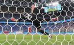Na disputa de pênaltis, Sommer e Unai Simon agarraram várias cobranças, mas a Fúria acabou acertando mais vezes o alvo e levou a melhor por 3 a 1 no placar final das cobranças de pênaltis e a Espanha é a primeira classificada para as semifinais da Euro 2020