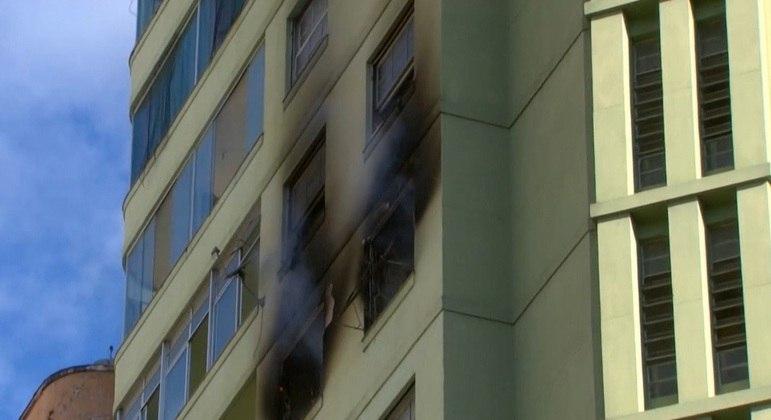 Local ficou totalmente destruído após incêndio que durou cerca de três horas