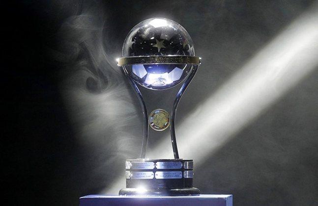 SUL-AMERICANA - A mesma ordem se aplica para a Sul-Americana, que começa no dia 16 de março. Caso o poder público proíba o futebol no Brasil, as equipes brasileiras deverão encontrar outro lugar para jogar, pois a competição. até o momento, irá seguir.