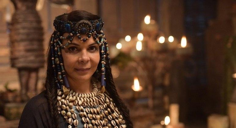 Sula Miranda interpreta uma sacerdotisa na quinta fase da novela Gênesis