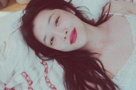 Estrela do k-pop, cantora Sulli é encontrada morta aos 25 anos