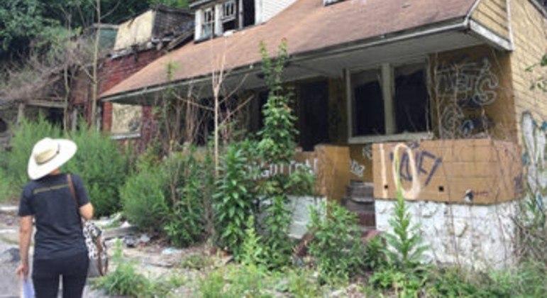 Casa da Lincoln Way pouco antes de ser demolida, em 2017