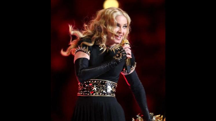 Super Bowl XLVI - Madonna: a rainha do pop certamente não poderia ficar de fora da lista e, com um espetáculo visual memorável, Madonna entrou para a história com um dos melhores shows do Super Bowl. Ela contou com participações da dupla L.M.F.A.O, além de Cee Lo Green e das cantoras Nicki Minaj e M.I.A.