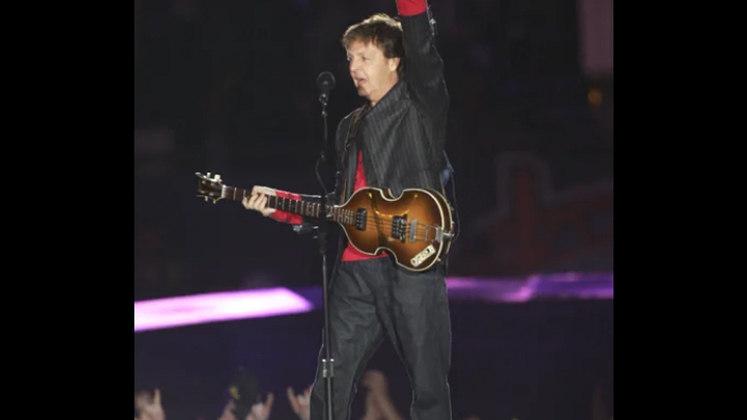 """Super Bowl XXXIX - Paul McCartney: O ex-beatle foi selecionado pela NFL como uma escolha """"segura"""" após o escândalo do ano anterior envolvendo Justin Timberlake e Janet Jackson. O músico inglês tocou alguns de seus grandes sucessos na noite em que Tom Brady conquistou seu terceiro troféu, enfrentando Andy Reid."""