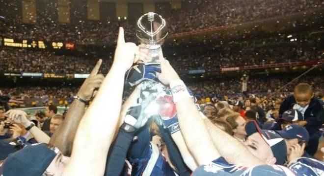 Super Bowl XXXVI: New England Patriots 20 x 17 St. Louis Rams. Data: 03/02/2002. Local: Nova Orleans. Temporada 2001