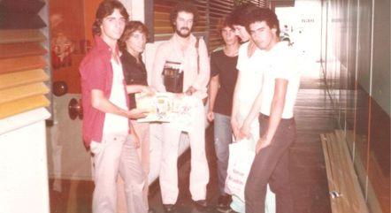 Os rapazes e o produtor João Plinta (de barba)