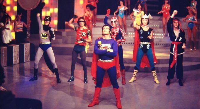 O grupo Super Heróis no programa do apresentador Carlos Imperial