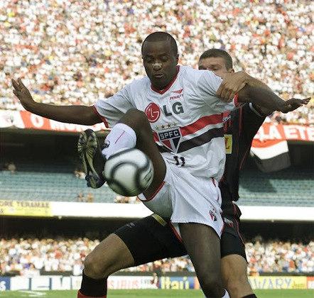 Super Paulista 2002 - São Paulo x Ituano - Campeão: São Paulo. Depois de um empate em Itu por 2 a 2, o Tricolor goleou o Galo por 4 a 1 e conquistou o troféu.