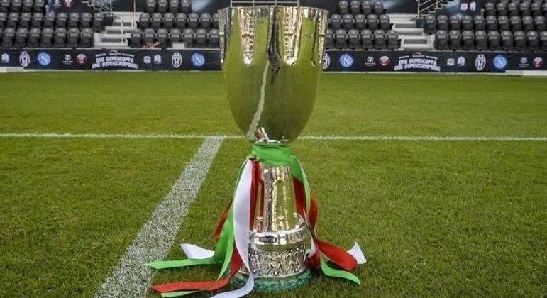 A taça da Supercopa da Itália
