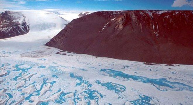 Amery, 3ª maior plataforma de gelo da Antártida, não produzia um iceberg tão grande como esse desde a década de 1960
