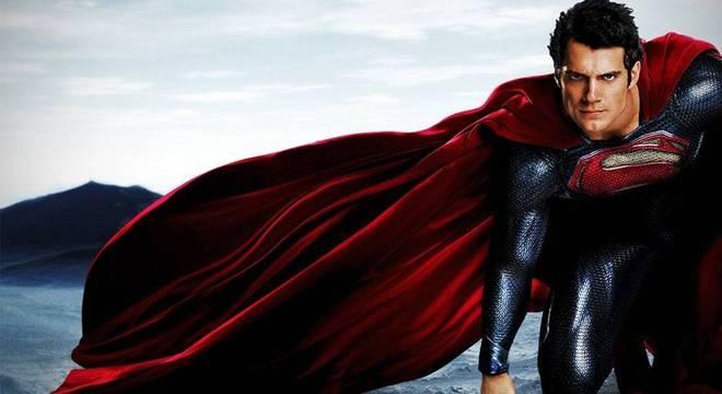 Henry Cavill como Superman no filme O Homem de Aço.
