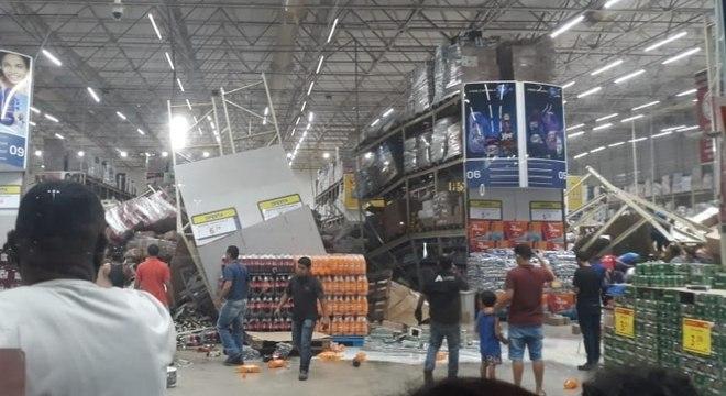 Quatro prateleiras caíram no mercado atacadista