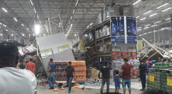 Prateleiras caíram em supermercado no Maranhão