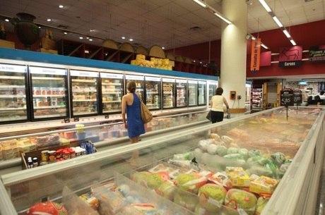 Frango congelado: preço deve subir para o consumidor