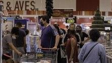 Inflação e redução de auxílio prejudicou supermercados, diz IBGE