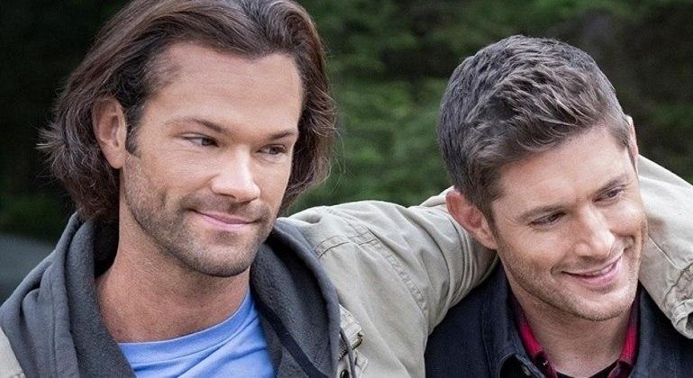 """Jared Padalecki e Jensen Ackles, astros de  """"Supernatural"""", uma das séries mais longas"""