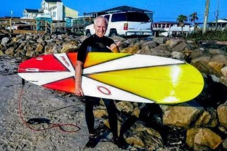 Surfista salvou a vida de duas mulheres que não sabiam nadar