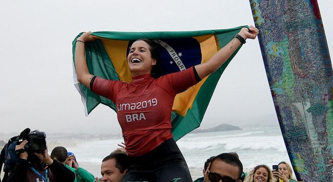 Chloé Calmon vence peruana e conquista o ouro no surfe longboard