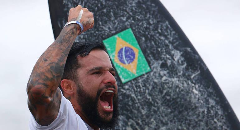 Italo Ferreira se tornou o primeiro campeão olímpico da história do surfe
