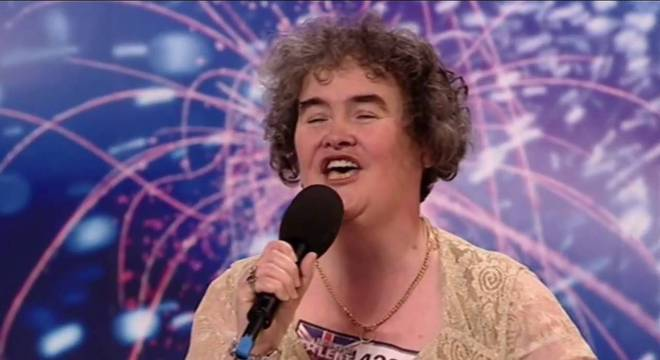 Cantora ficou conhecida após apresentações na televisão britânica