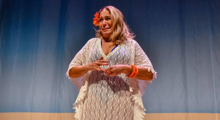 Famosa chorou muito durante apresentação em teatro no Rio de Janeiro