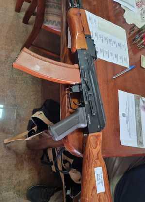 Suspeito tinha uma espingarda calibre 12 e réplicas de armas