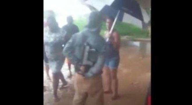 Suspeito armado com fuzil aborda carros em acesso do Rodoanel