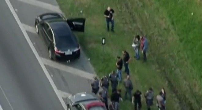 Suspeito morreu após ser baleado em troca de tiros na rodovia dos Bandeirantes