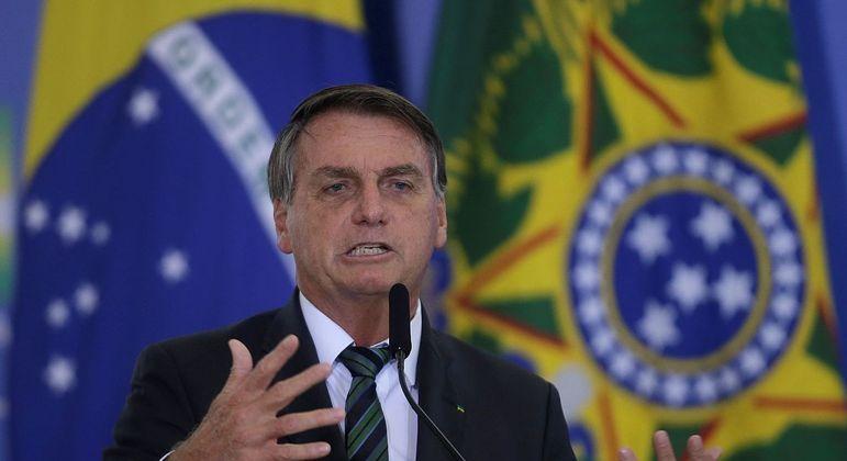 """Bolsonaro pediu para prefeitos reabrirem as atividades comerciais: """"A economia tem que pegar"""""""
