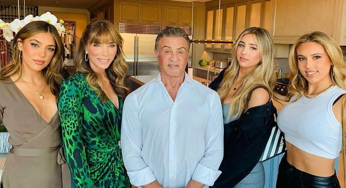 Stallone com a família: a filha Sistine, a mulher Jennifer e as filhas Scarlet e Sophia