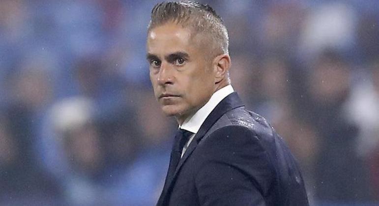 Sylvinho tem apenas 11 jogos como experiência como técnico. Foi um fracasso no Lyon