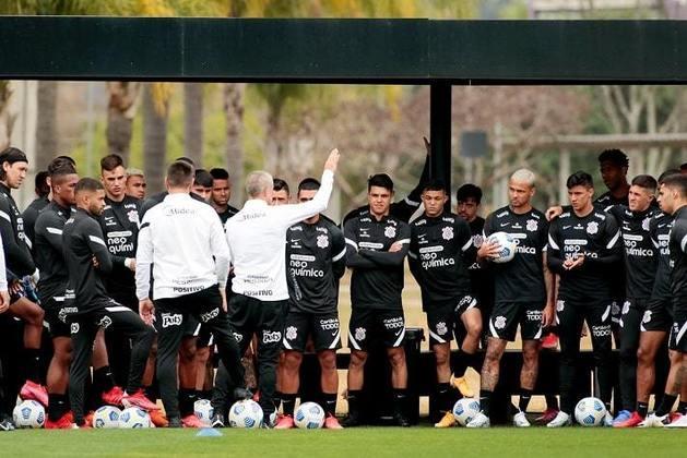 Sylvinho completou 18 jogos no comando do Corinthians e parece já ter estabelecido uma espinha dorsal com sete ou oito jogadores quase