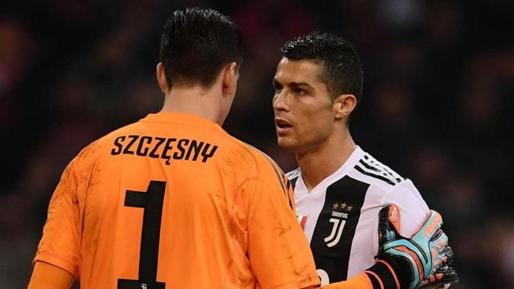 Szczesny, goleiro da Juventus, foi o selecionado para a categoria de 1,95m – com menção também a Donnarumma e Matip.