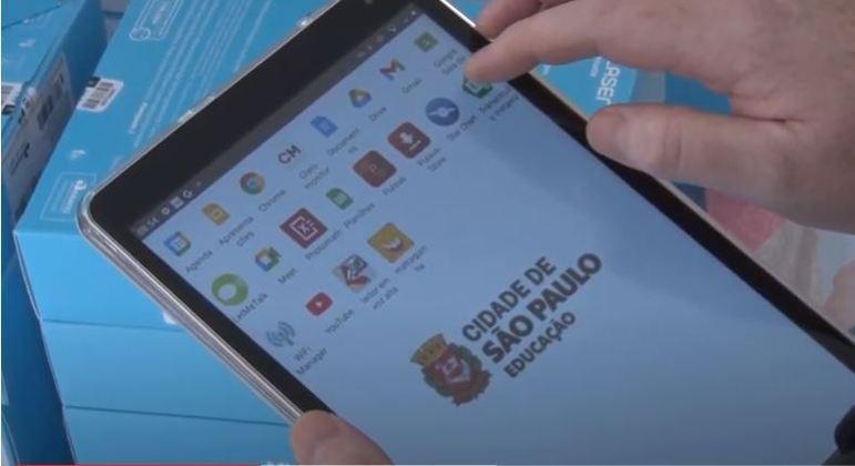 Alunos da rede municipal de São Paulo receberam os primeiros 100 mil tablets