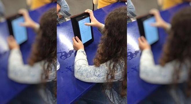 Alunos vão ter tablets com internet para poder estudar