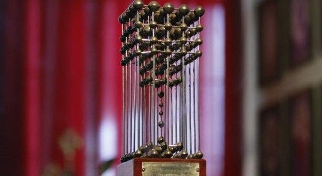 A Taça das Bolinhas, do campeonato 1987, vai ficar com o Sport
