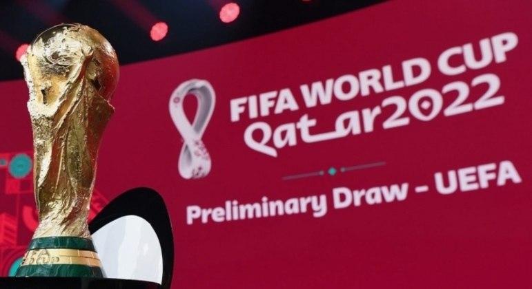 A Taça Fifa, no dia do sorteio das eliminatórias da Copa do Qatar