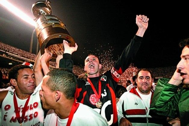 Taça Libertadores 2005 - São Paulo x Athletico PR - campeão: São Paulo. O Tricolor empatou com o Furacão na ida por 1 a 1,em Curitiba. Na volta, goleada por 4 a 0 e título do São Paulo.
