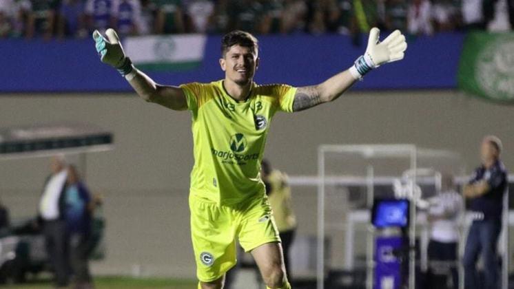 Tadeu - O goleiro de 29 anos se destacou nos últimos anos pelo Goiás, inclusive em jogos contra o Flamengo. Outro que poderia chegar para compor elenco por um bom preço.