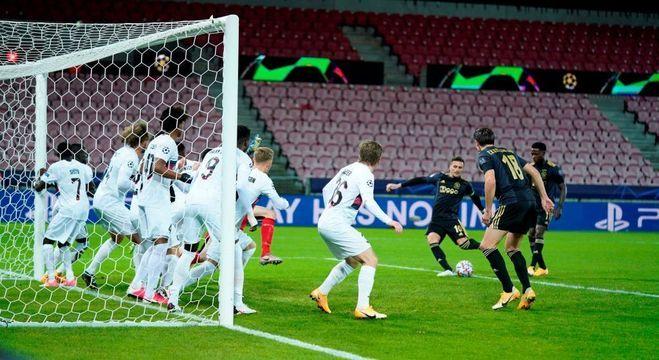 Tadic, tiro livre em dois tempos, gol do Liverpool
