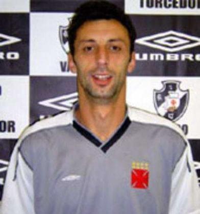 Tadic - O goleiro sérvio Tadic passou pelo Vasco em 2004. Levou 14 gols em sete jogos e foi pivô da demissão do técnico Geninho, que não cumpriu ordem de Eurico Miranda para retirá-lo de um jogo.