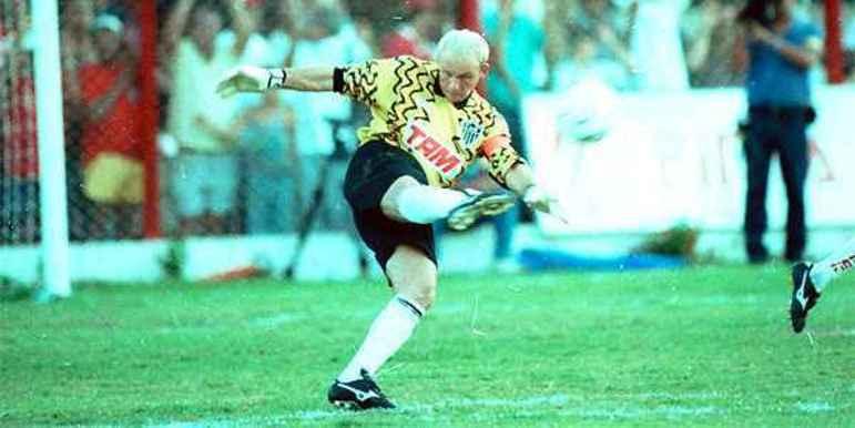 Taffarel era um goleiro que gostava de desenhar os modelos de seus uniformes. Essa camisa amarela que ele utilizou é marcante em sua passagem pelo Atlético-MG