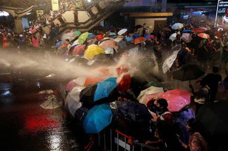 Manifestantes protestam contra monarquia