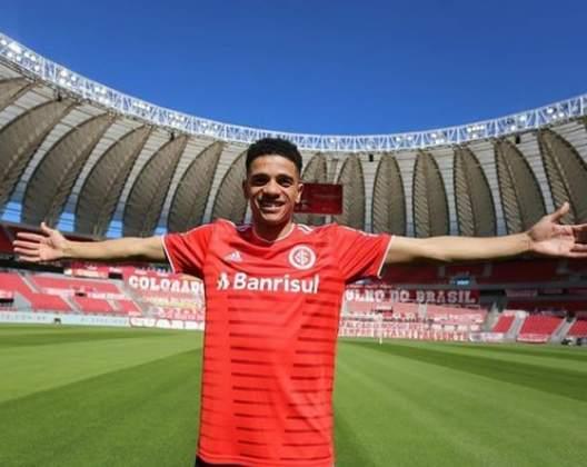 TAISON: O atleta também retornou ao futebol nacional e está no Internacional