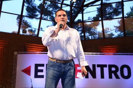 Talal vai esperar as eleição no Brasil para definir retorno