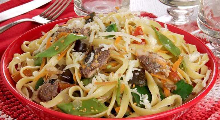 Talharim com legumes e sardinha